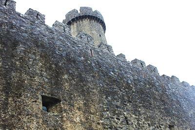 le mura del Castello di Malgrate