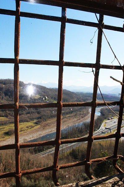 la vallata sottostante il castello di Lusuolo