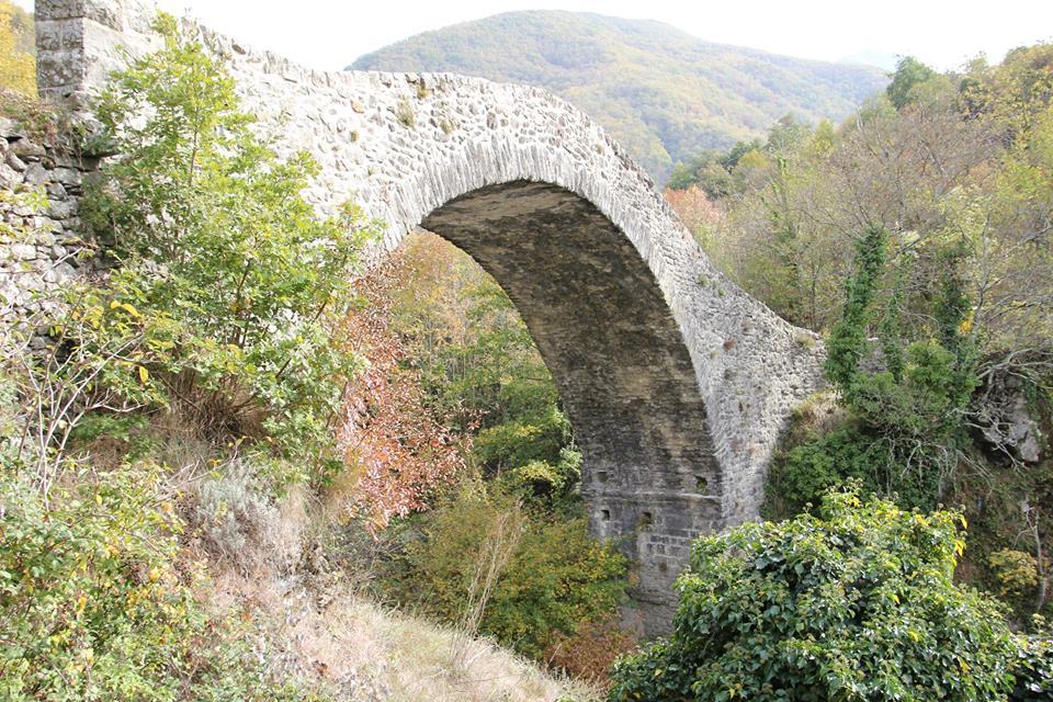 Via Francigena: ponte medievale di Groppodalosio